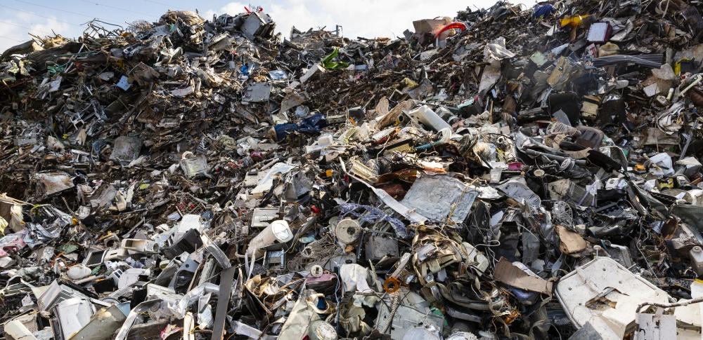 産業廃棄物置き場で火事、有害ガスは確認されず|埼玉県三芳町