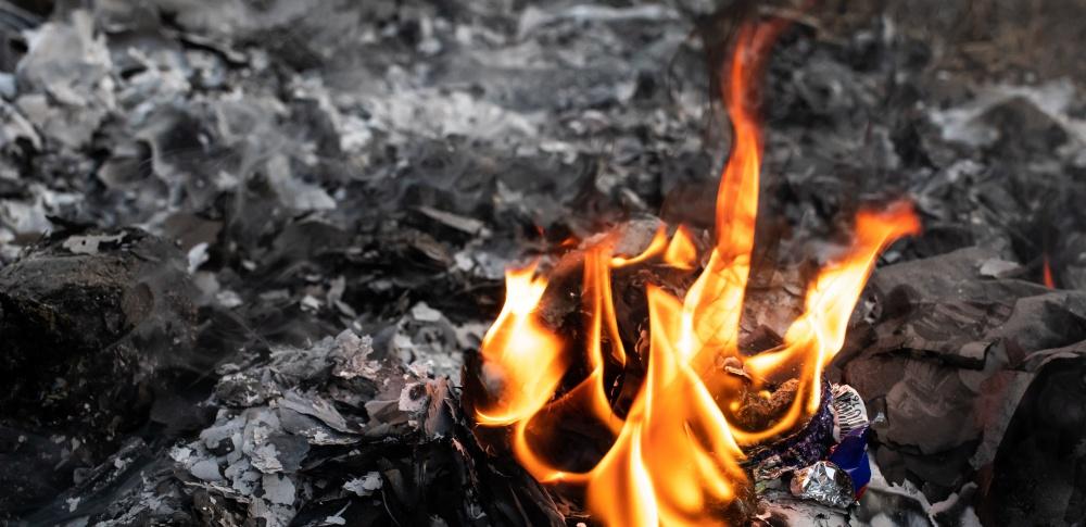 リサイクル工場で火災発生、処理中産廃に引火か|石狩市