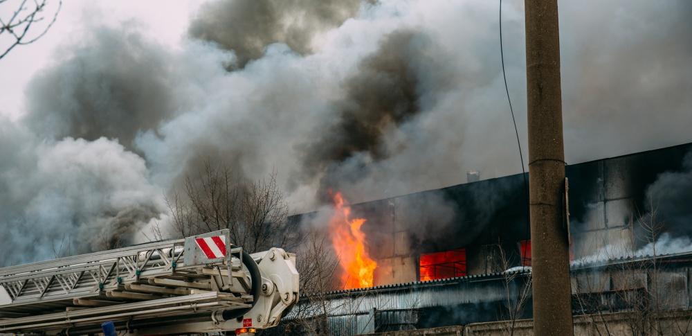 リサイクル工場の廃材置き場で出火、鎮火まで16時間|茨城県筑西市
