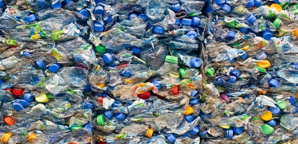 汚染プラスチックの国外輸出規制が採択、国内施設に93億円の補助金検討
