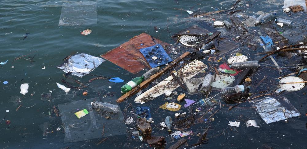海洋プラスチック問題に関する閣僚会議実施、漁業者にゴミの回収など徹底か