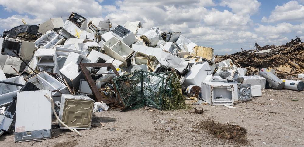 大量の電化製品や廃タイヤを不法投棄、廃棄物処理法違反で男性逮捕 小林市