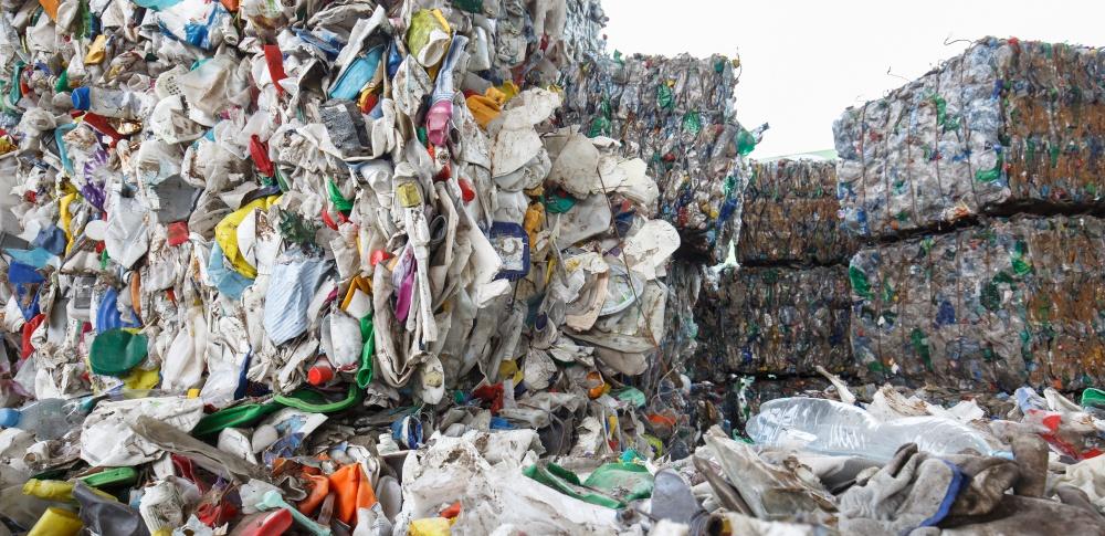 国内の産業廃棄物処分費用が急騰か、海外規制受け懸念増加