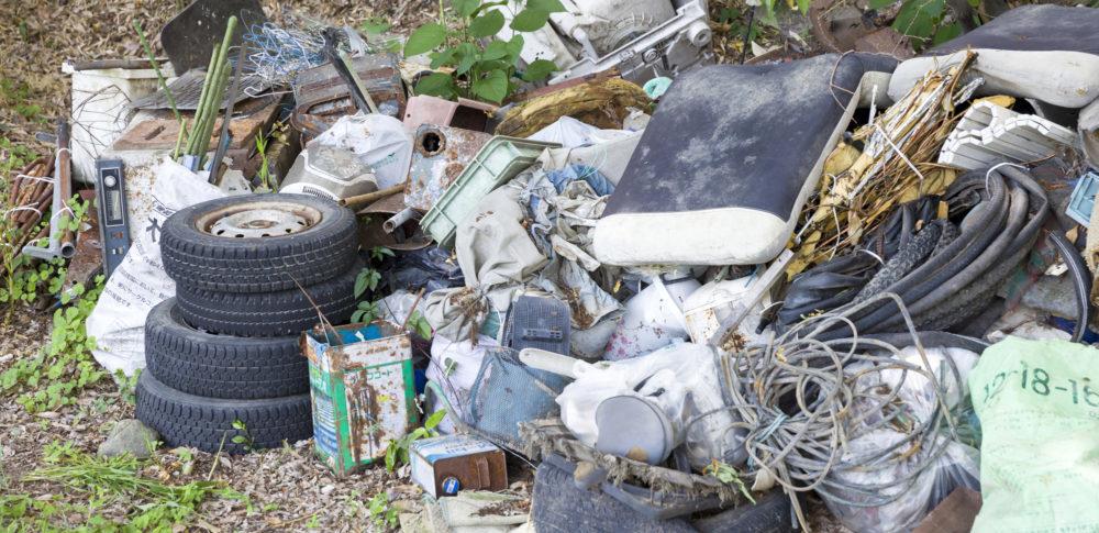 産業廃棄物の不法投棄について、現状や関連制度について解説