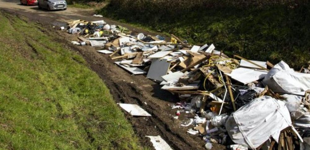 コロナ蔓延の影響で、イギリス国内の不法投棄が約3倍に