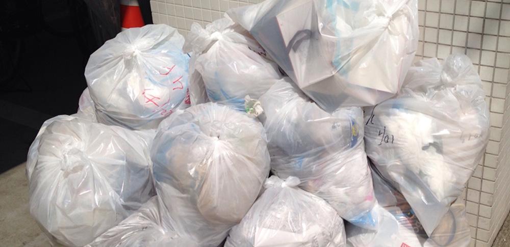 産廃事業者が家庭用ゴミ集積場に廃プラ不法投棄か